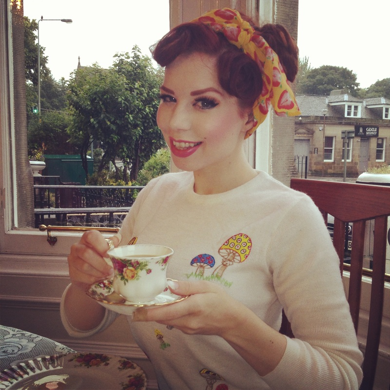 Ludella Hahn candid in Edinburgh eating breakfast